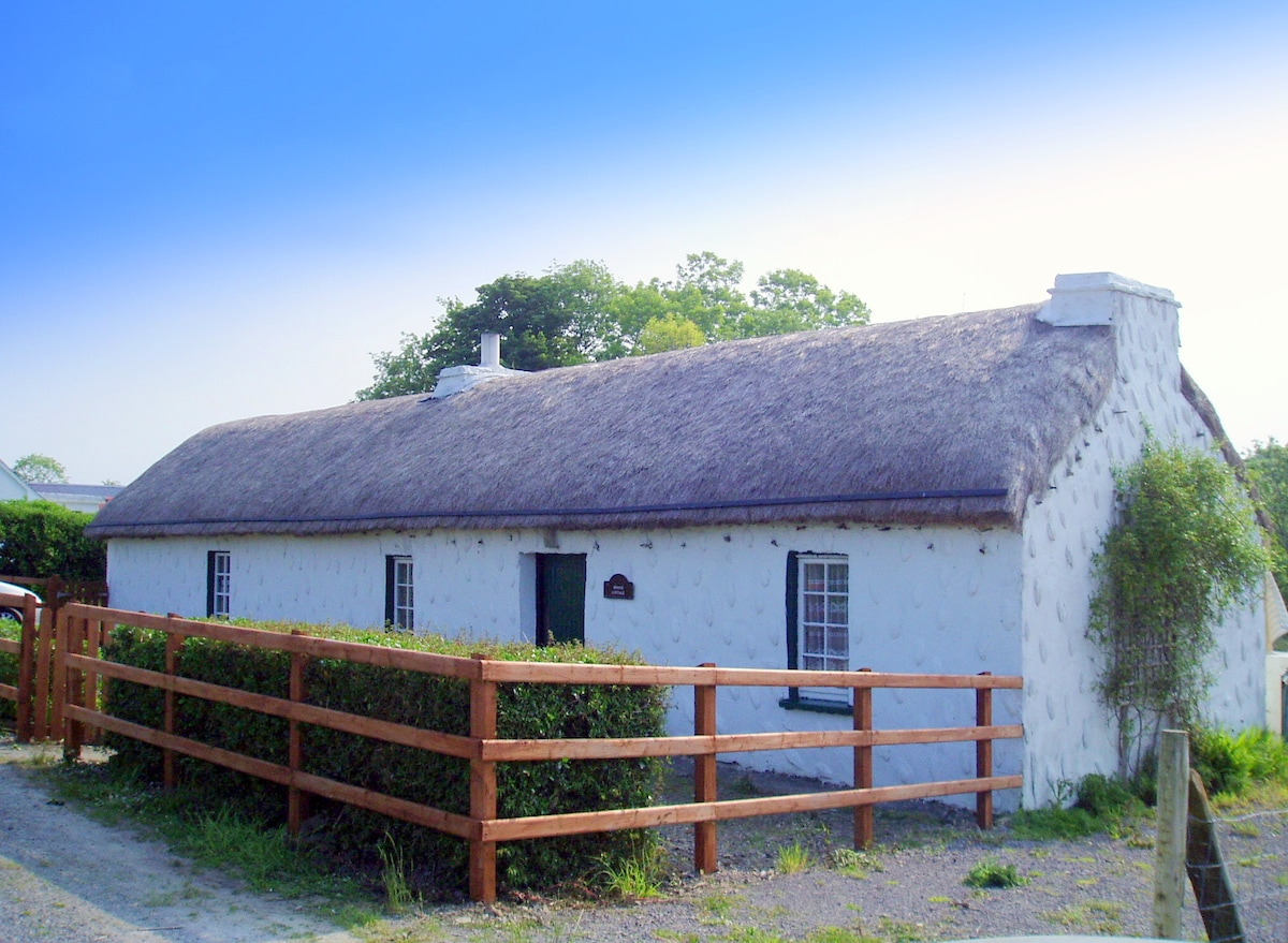 THATCHED COTTAGE  SW DONEGAL COAST