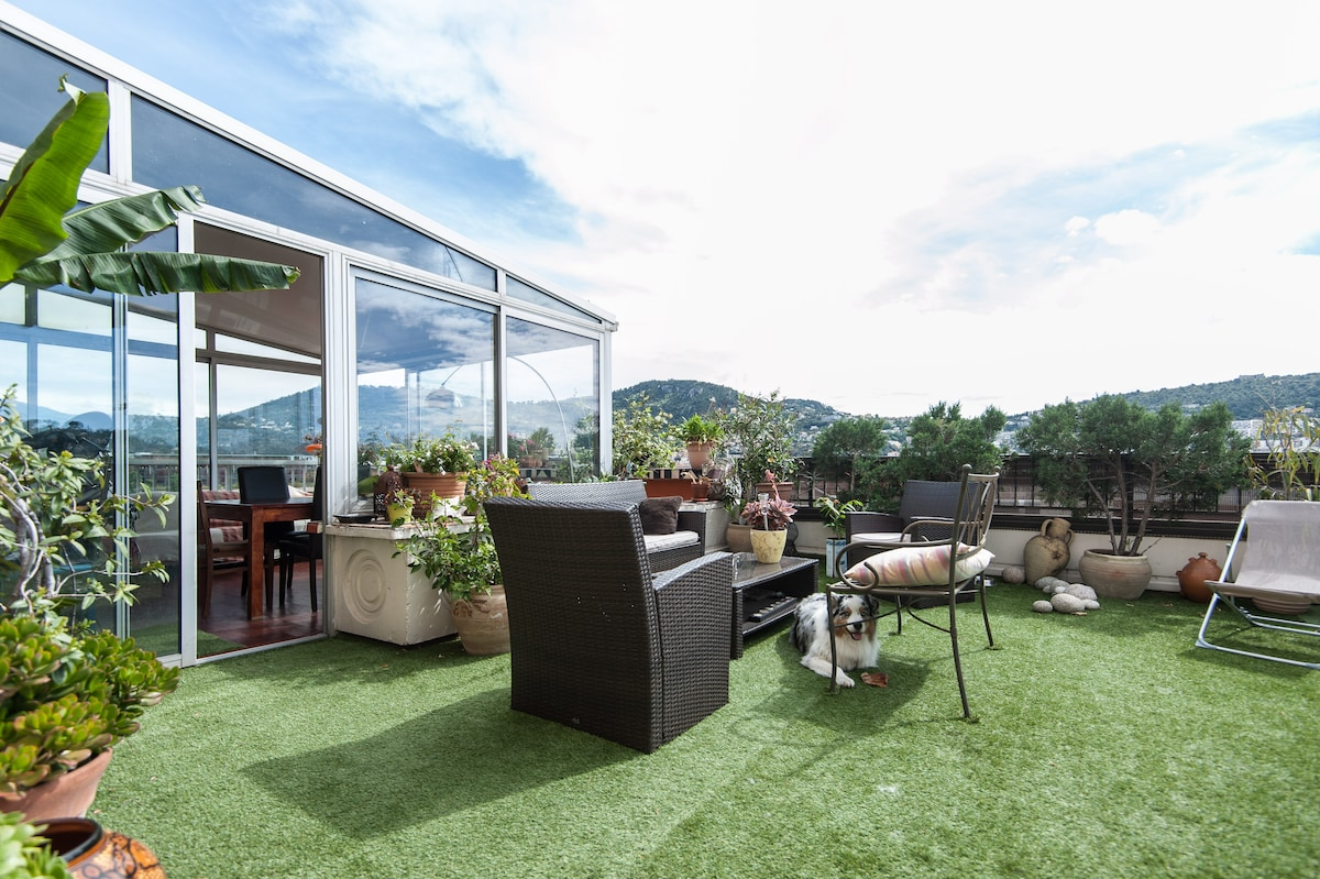 Fantastic flat on a rooftop!