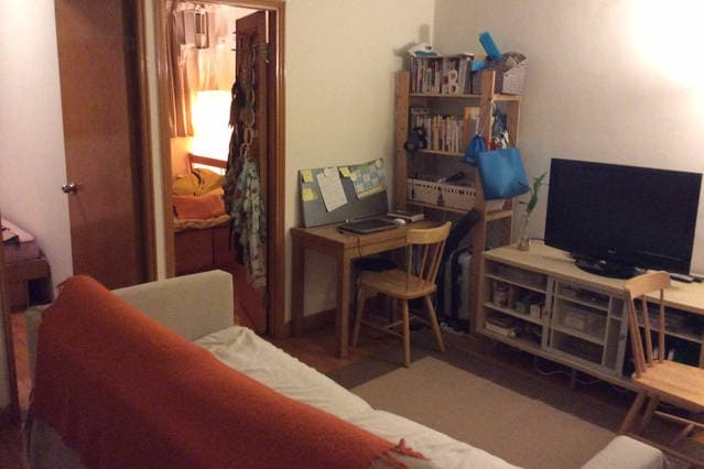 1 room available at 2 bedroom flat
