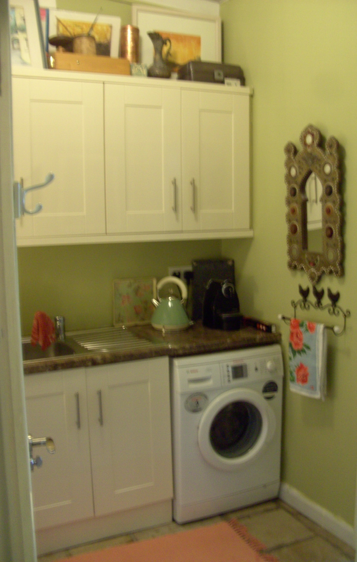 Seperate Kitchenette with washing machine