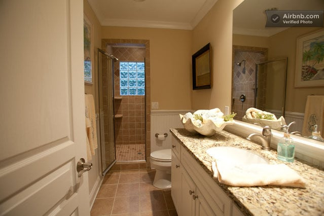 Adjacent Full bathroom.