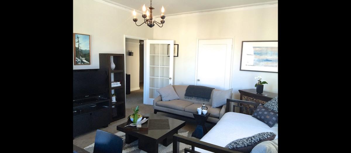 Stylish & Bright Large Apartment