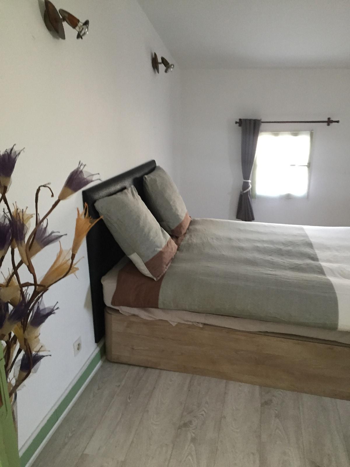 jolie chambre spacieuse
