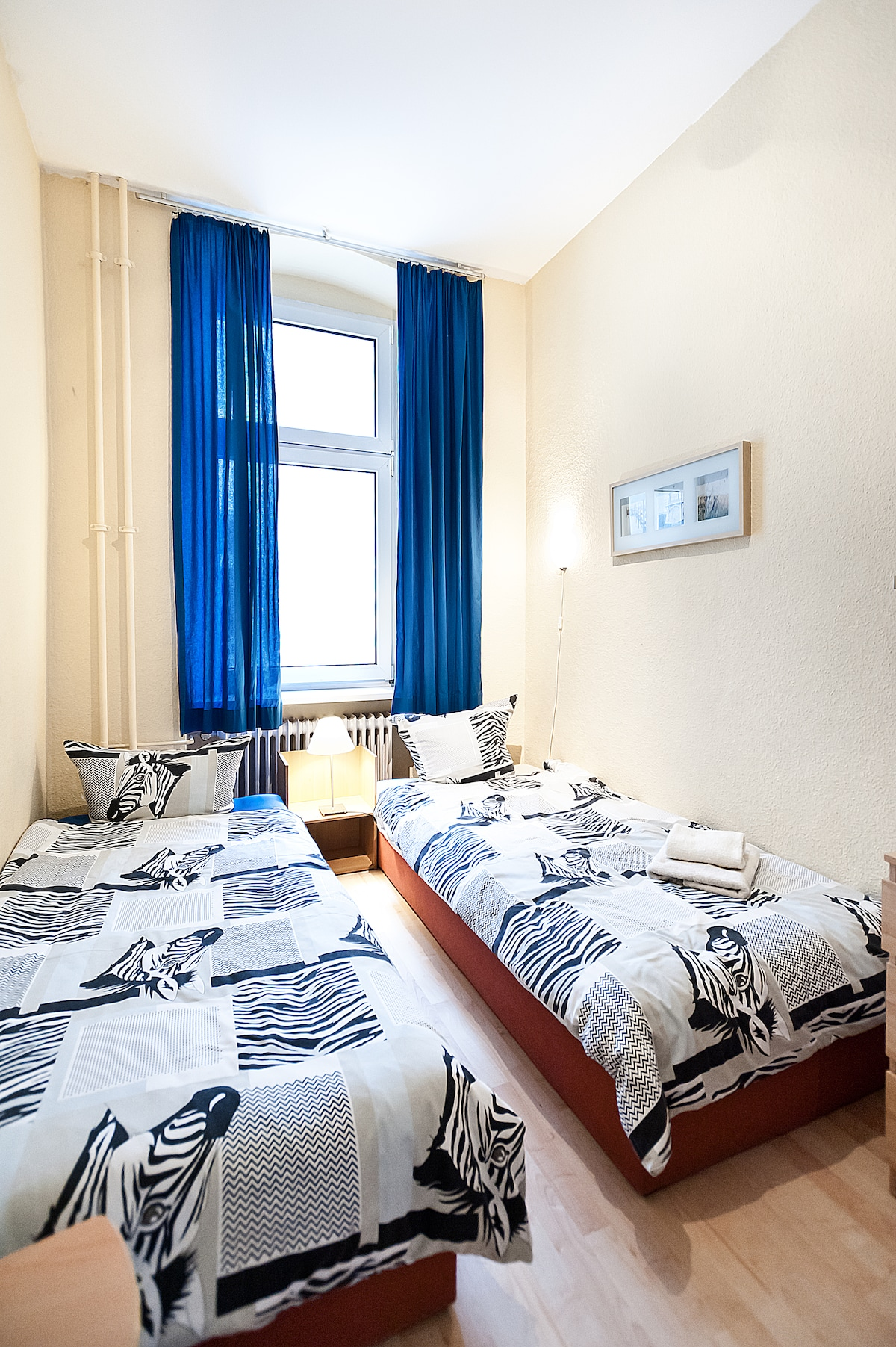 1st bedroom (2 single beds)