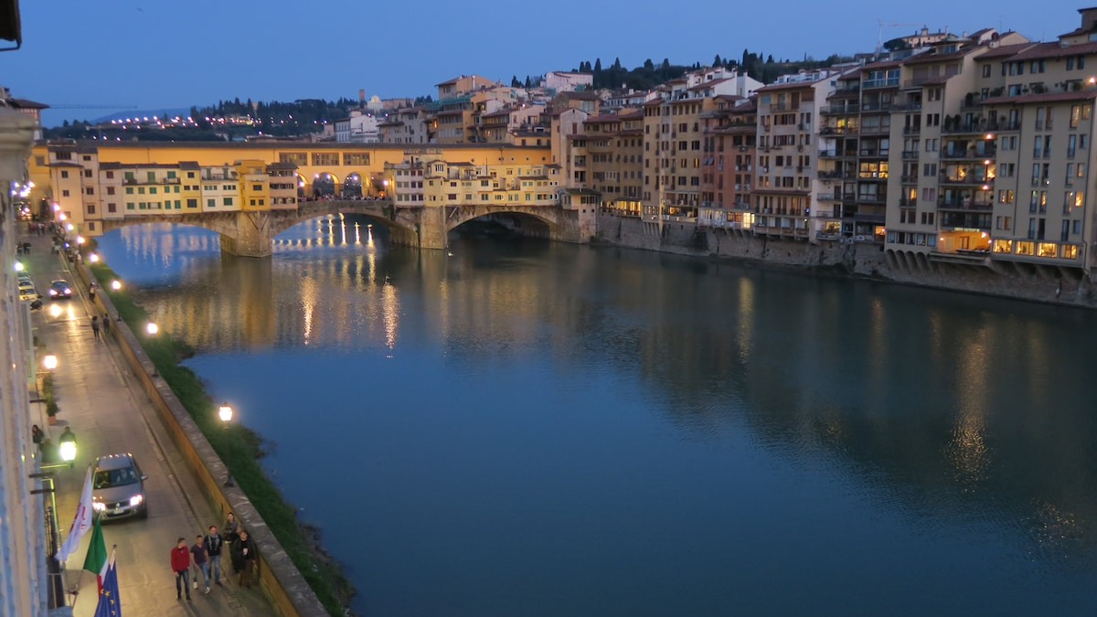Apartement overlooking the Arno