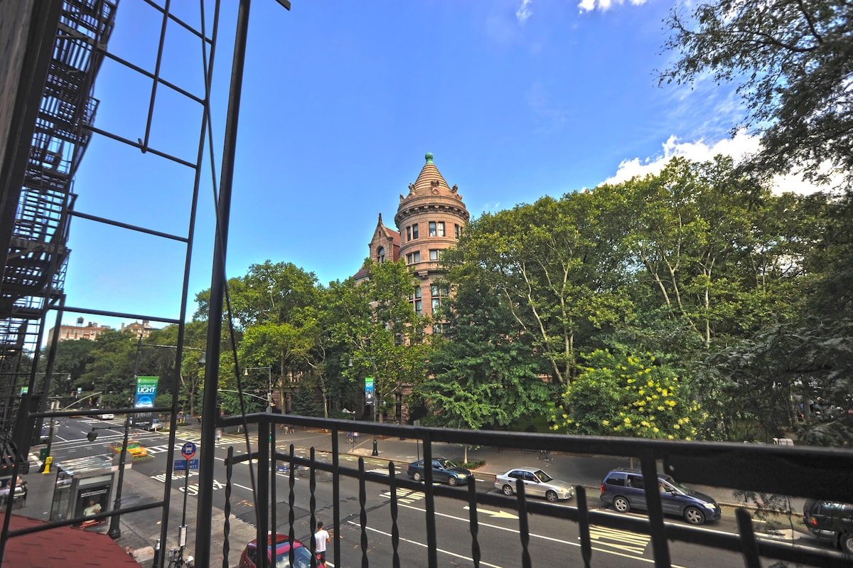 The American Museum of Natural History is right out your window! NY doesn't get better!