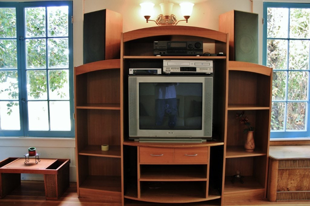 Entertainment Center (DVD/VCR Player, Cable with HBO & Music System)