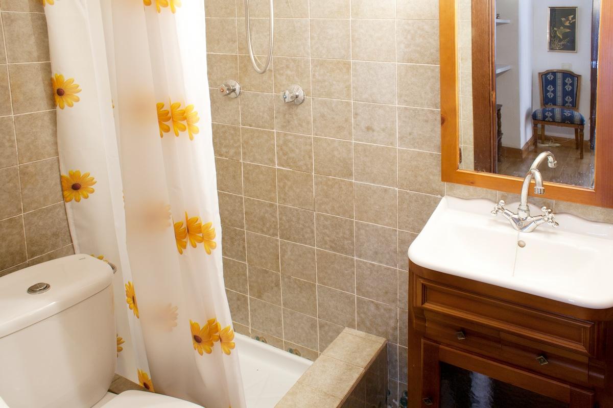 Segundo aseo auxiliar con ducha