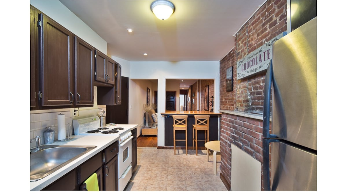 SUMMER SALE! 2BR 900 sq. ft UES!