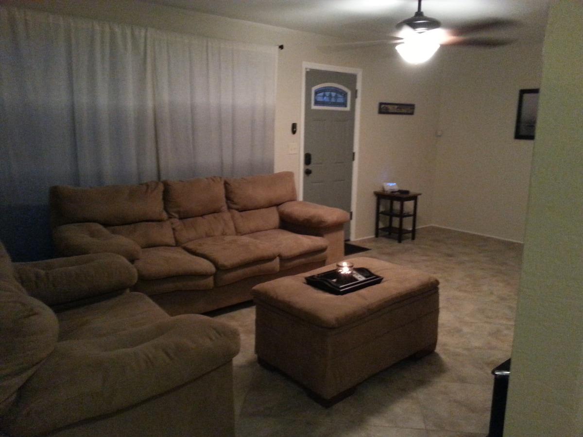 Cozy 2 bedroom w/garage