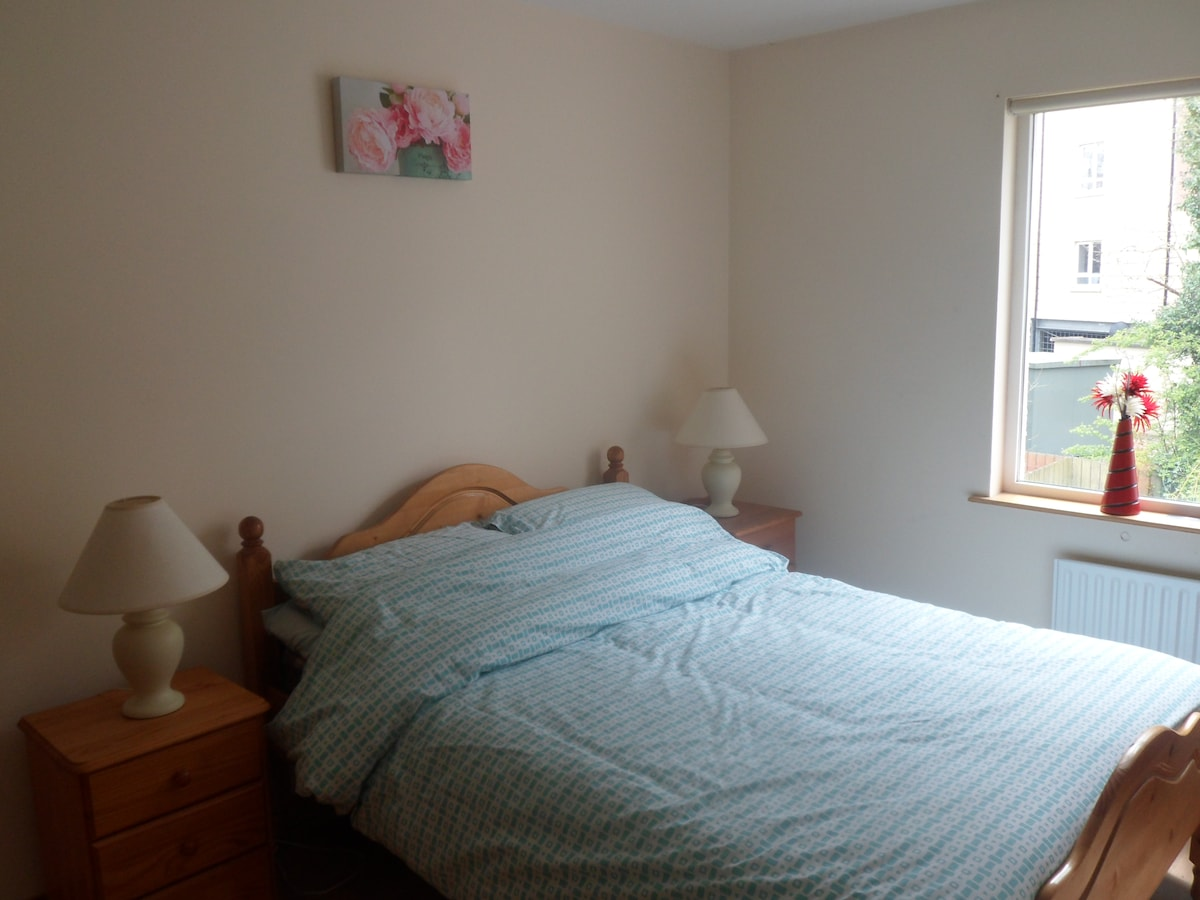 Double bedroom in Cavan Town, Cavan