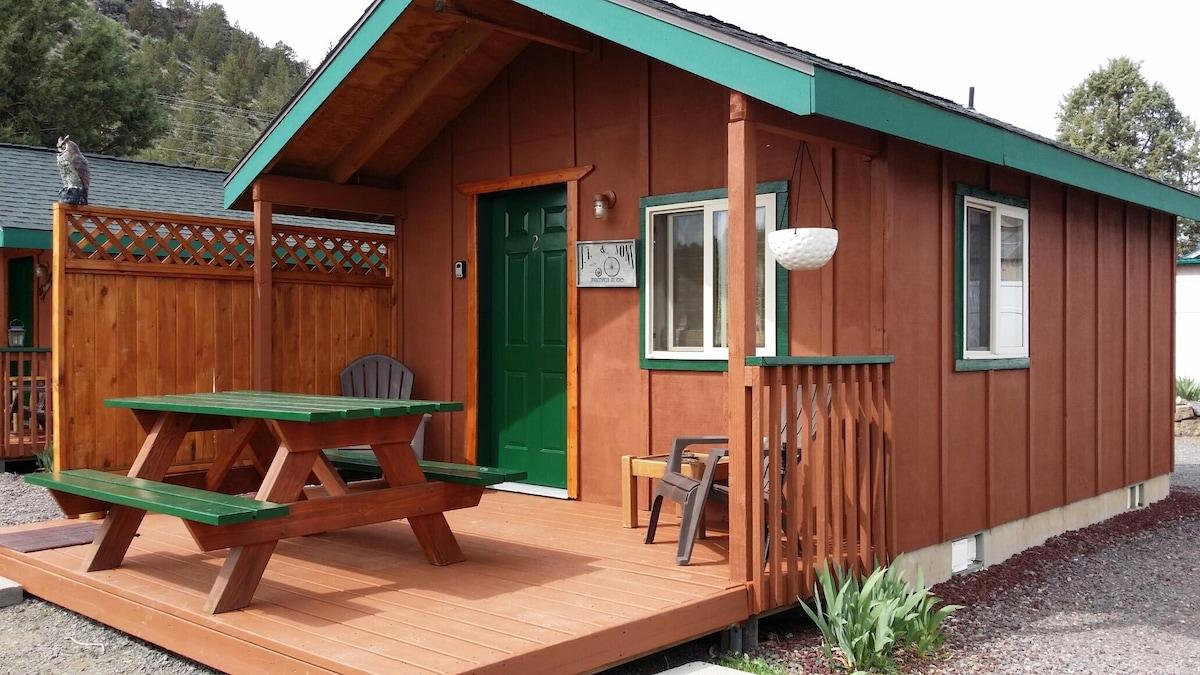 Cottage near Smith Rock State Park