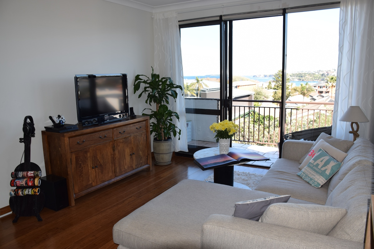 Beach Pad with Bondi views
