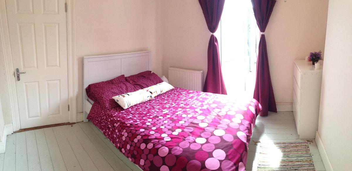 Spacious bedroom near city centre