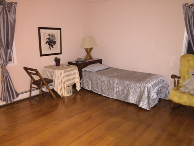 Clean - Upscale Queen bed room. 12 miles to NYC