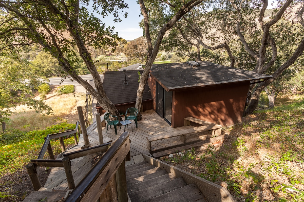 """The Treehouse""/studio in the oaks"