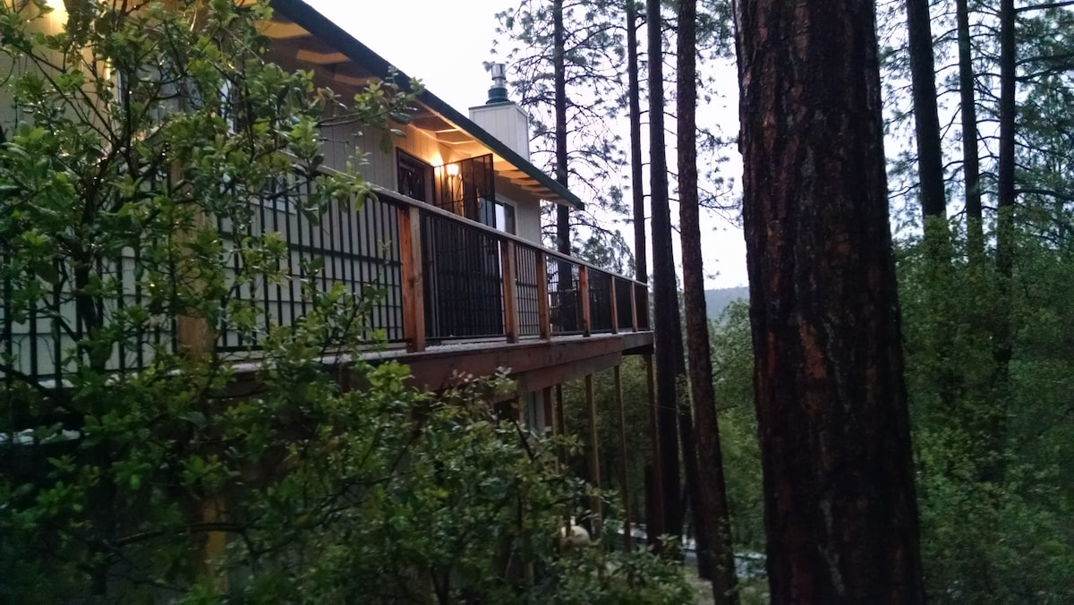 Quiet cabin with great deck!