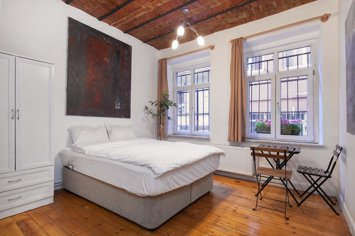 Unique & Historical Room