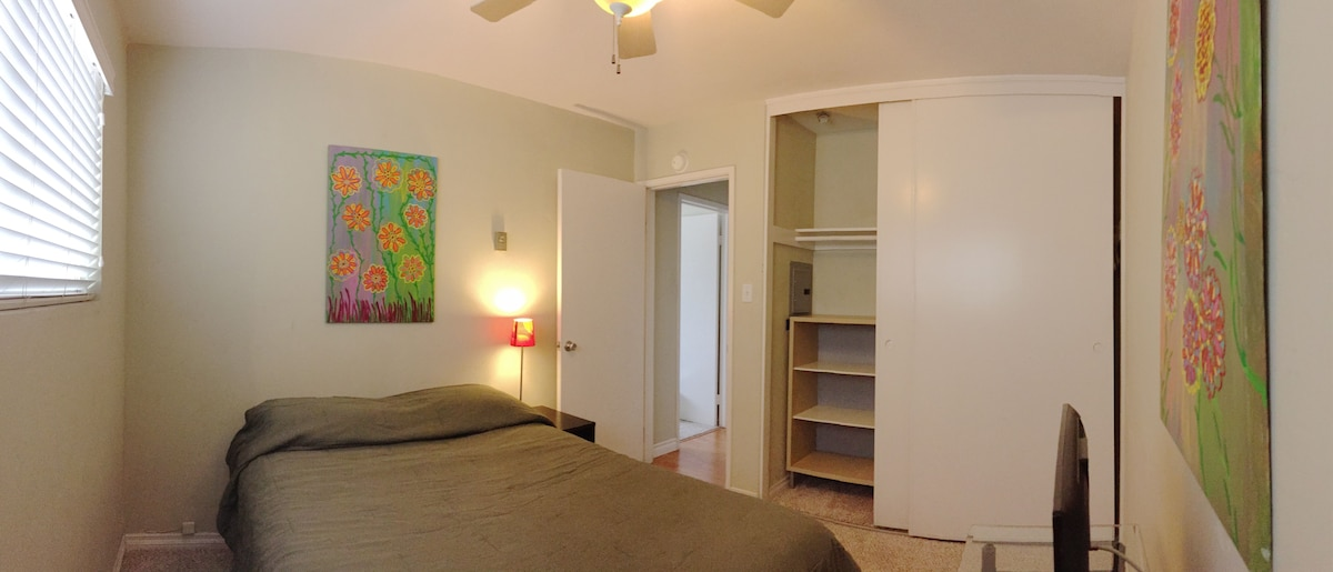 Guest Bedroom & Private Bathroom 1