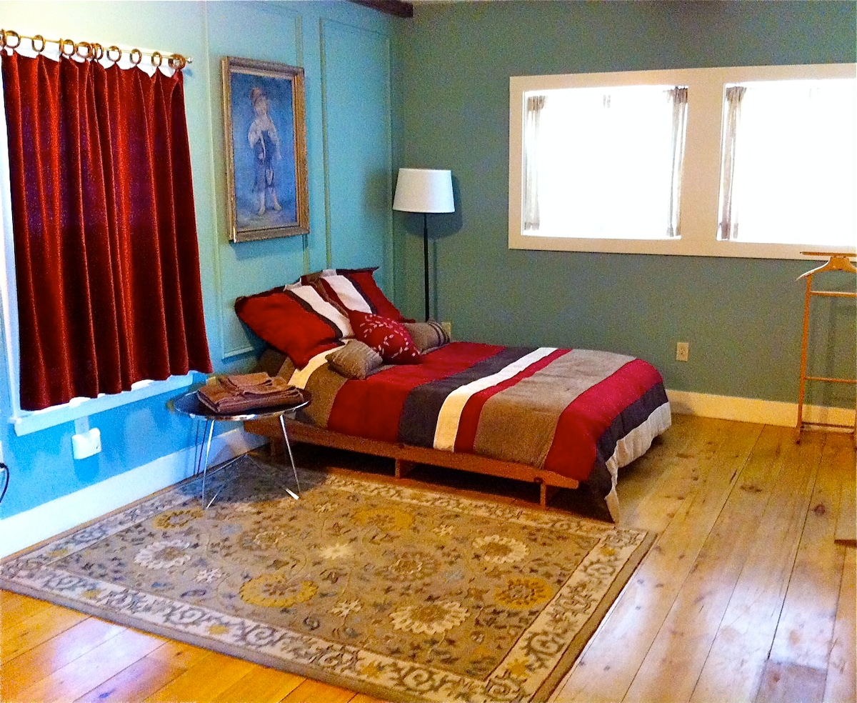 Sitting room with futon made up as double bed