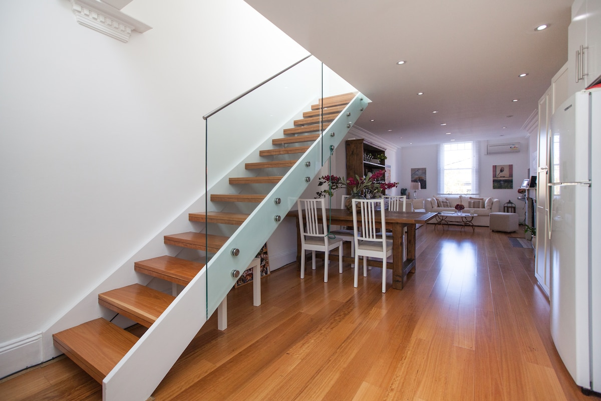 Light, bright split level terrace