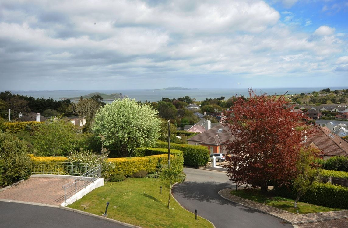 Modern 2 bed apt on Hill of Howth