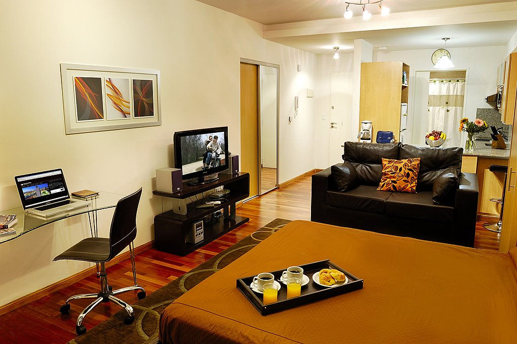 You'll feel right at home in our charming studio apartment in Palermo, Hollywood.