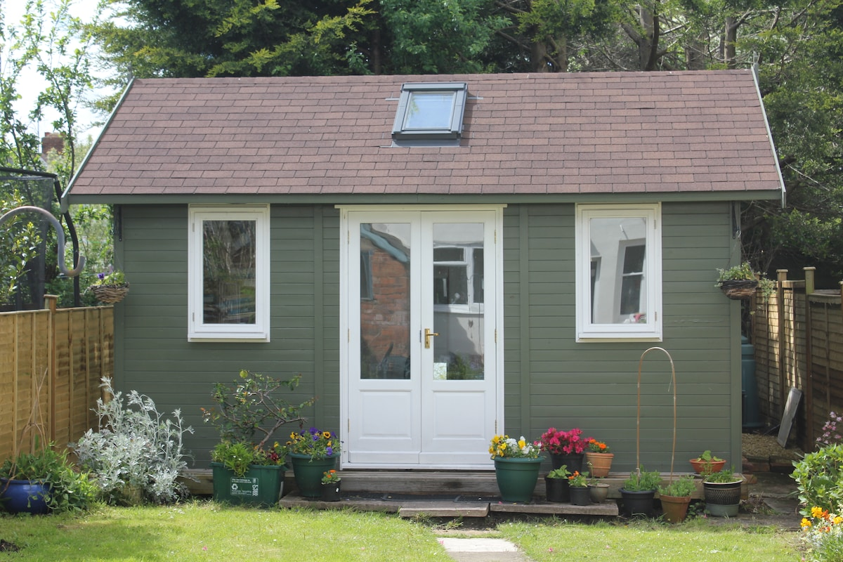 Ensuite Cabin for 2 in East Oxford