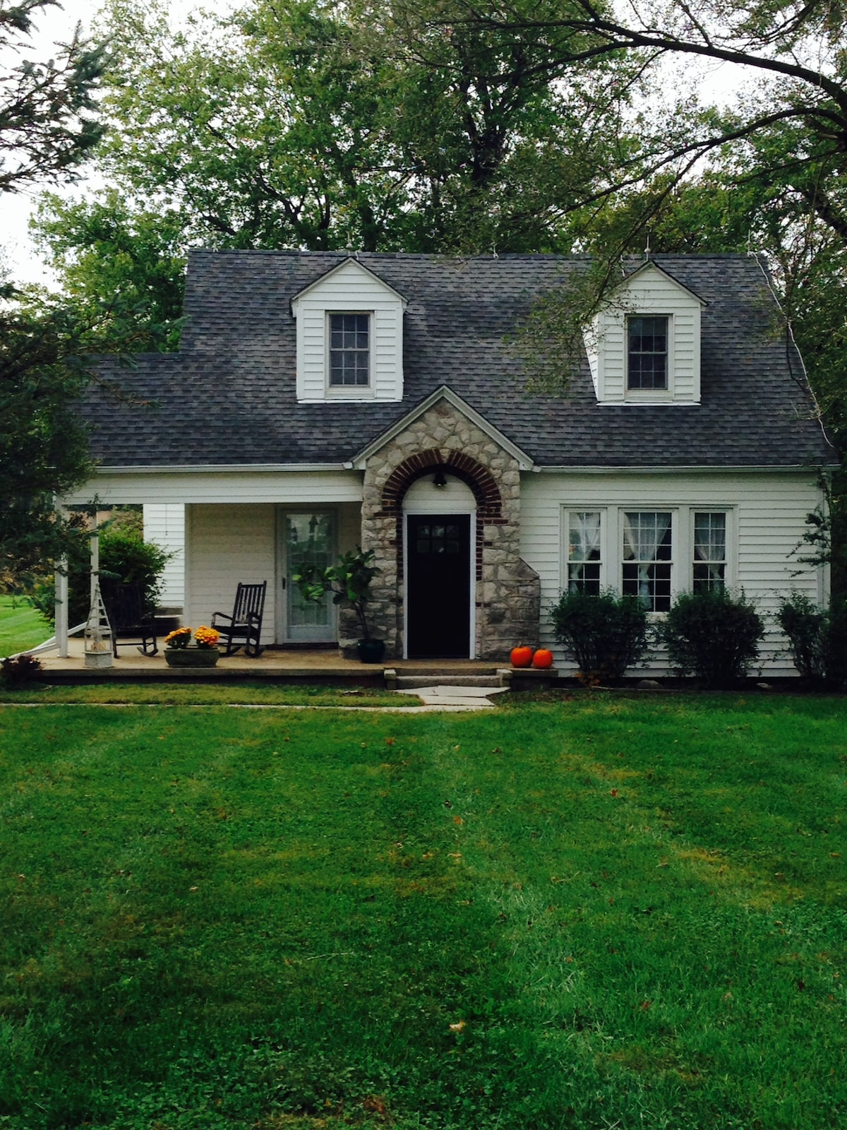 Quiet 1930's Cape Cod Country Home