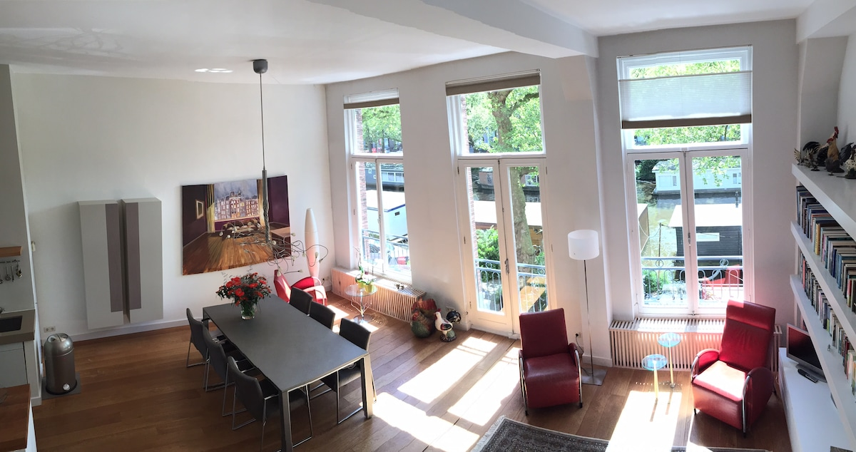 Spacious apartment on the canal