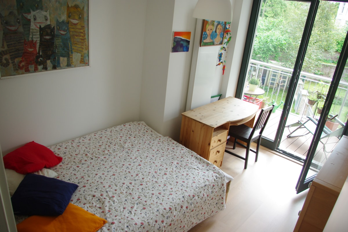 Cosy, quiet, 1min from Bonn station