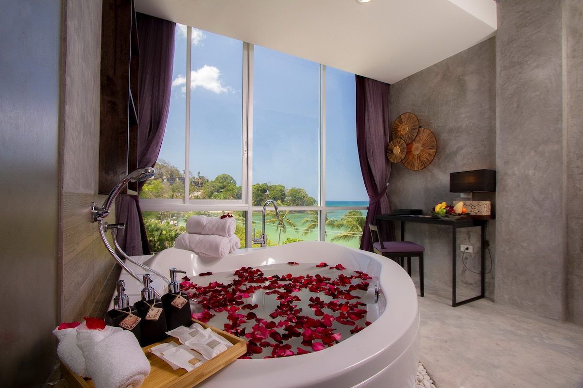 King bed with seaview bath  :)