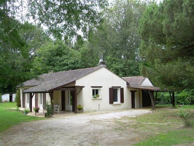 Périgord pourpre maison dans parc