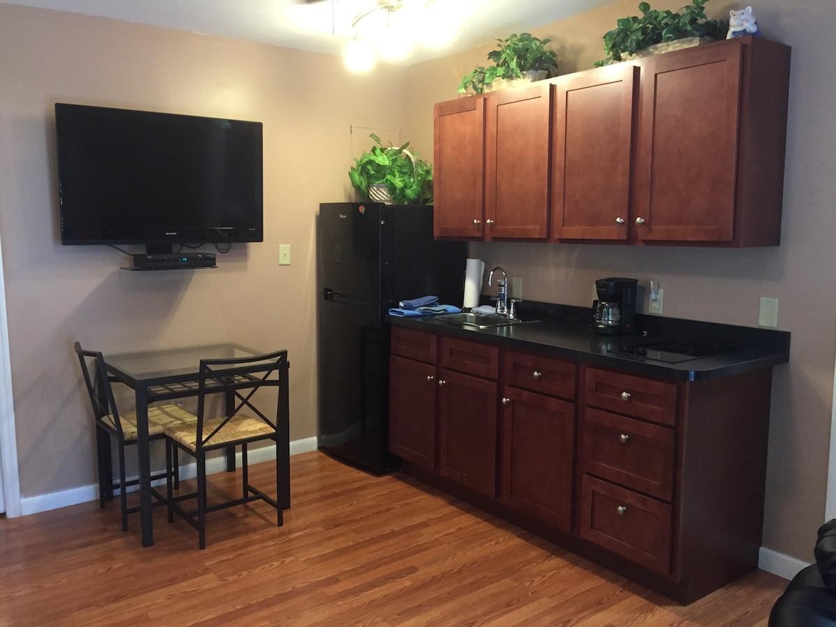 One bedroom efficiency apt near UF