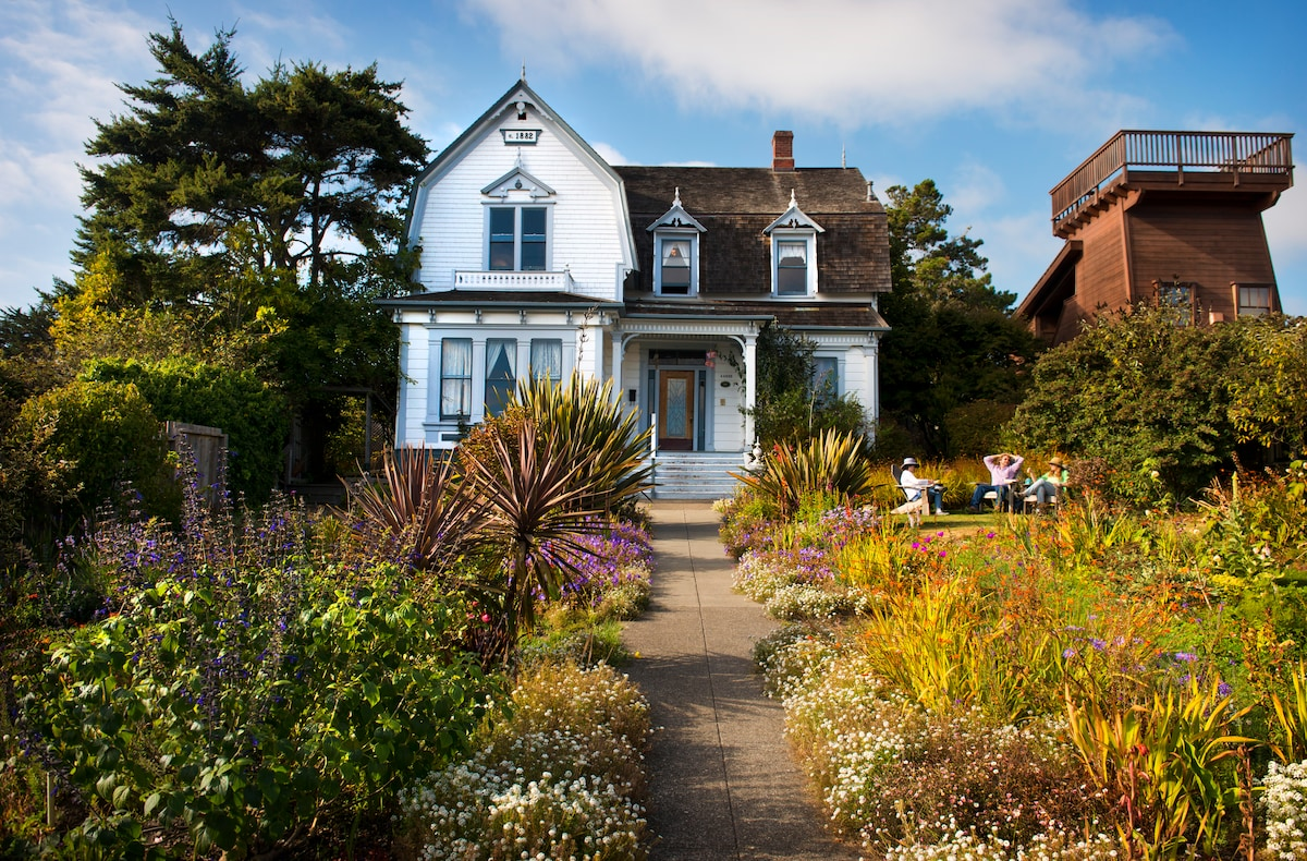 Mendocino,just steps from the ocean