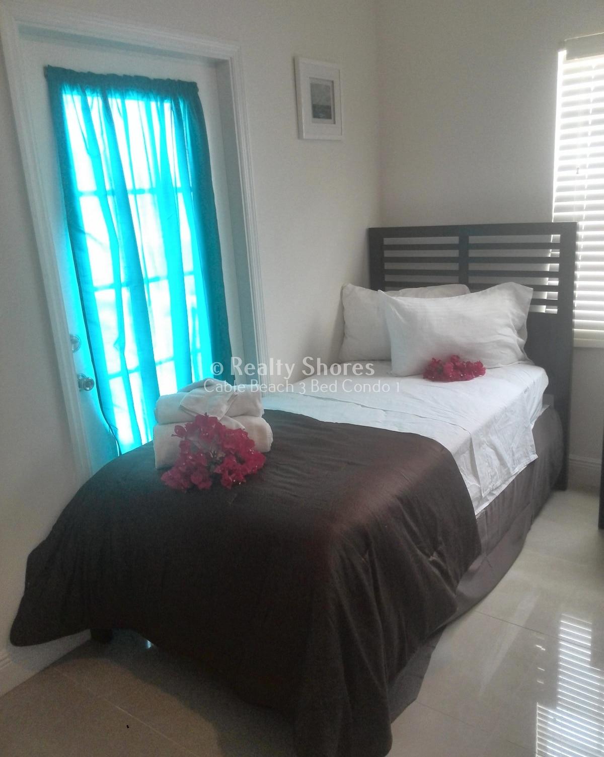 Cable Beach 3 Bed Condo 1