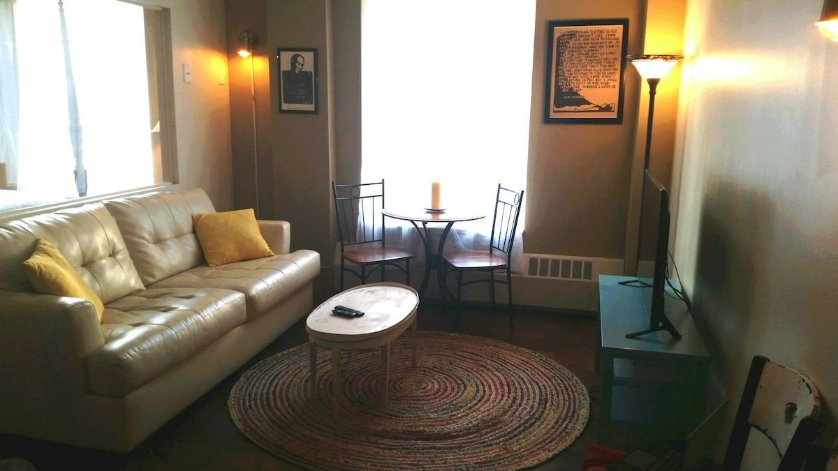 NEW downtown 1br from top host!