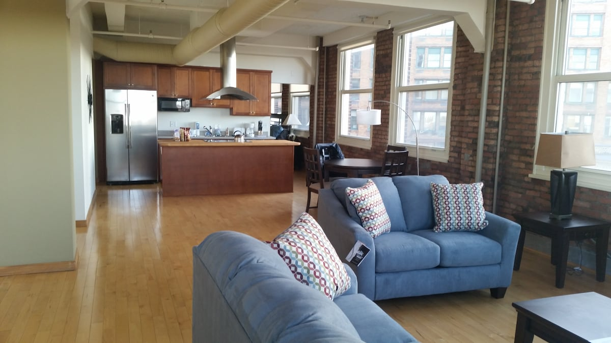 A loft style room right in Downtown