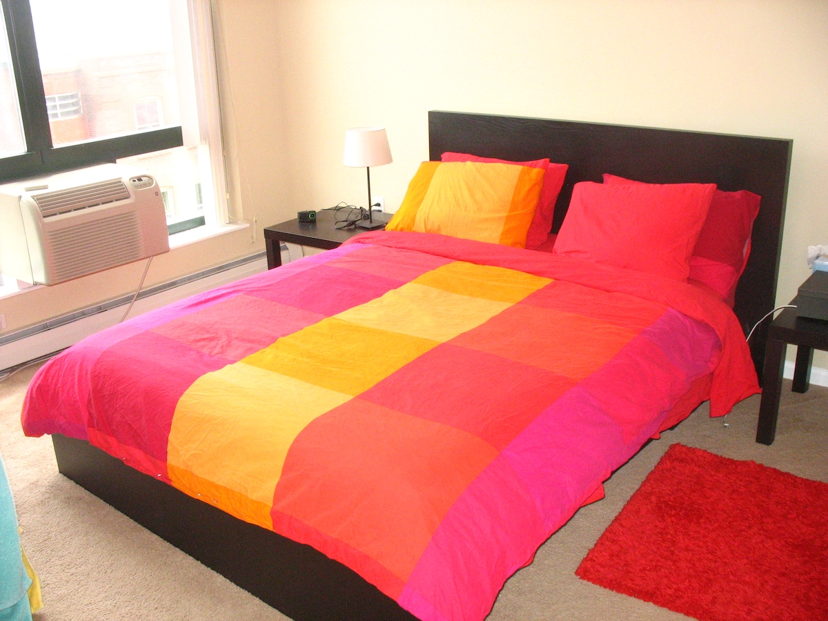 Queen bed downtown New Haven