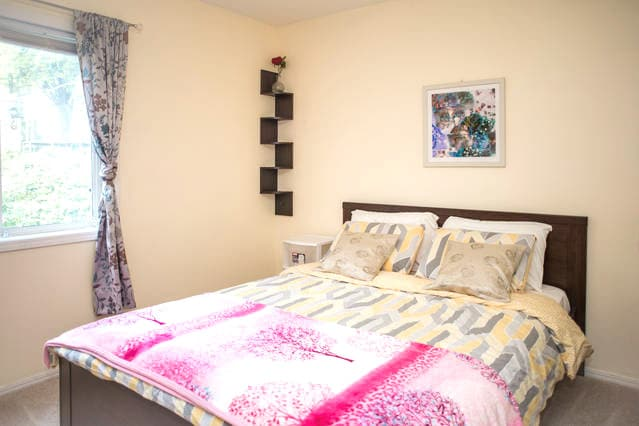 Big Room, Queen Bed, Near Downtown