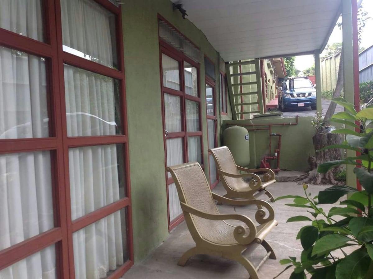 Apartamento con desayuno y parqueo