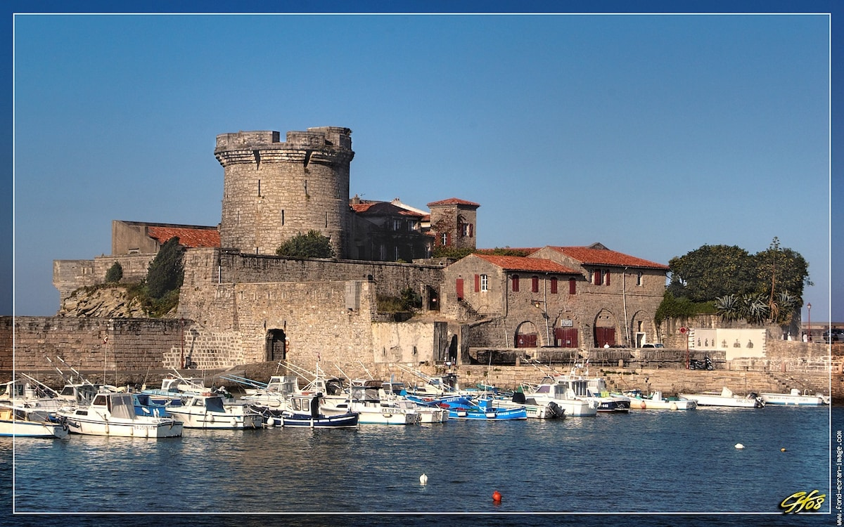 Fort Socoa, surrounded by cute little restaurants and the Marina.