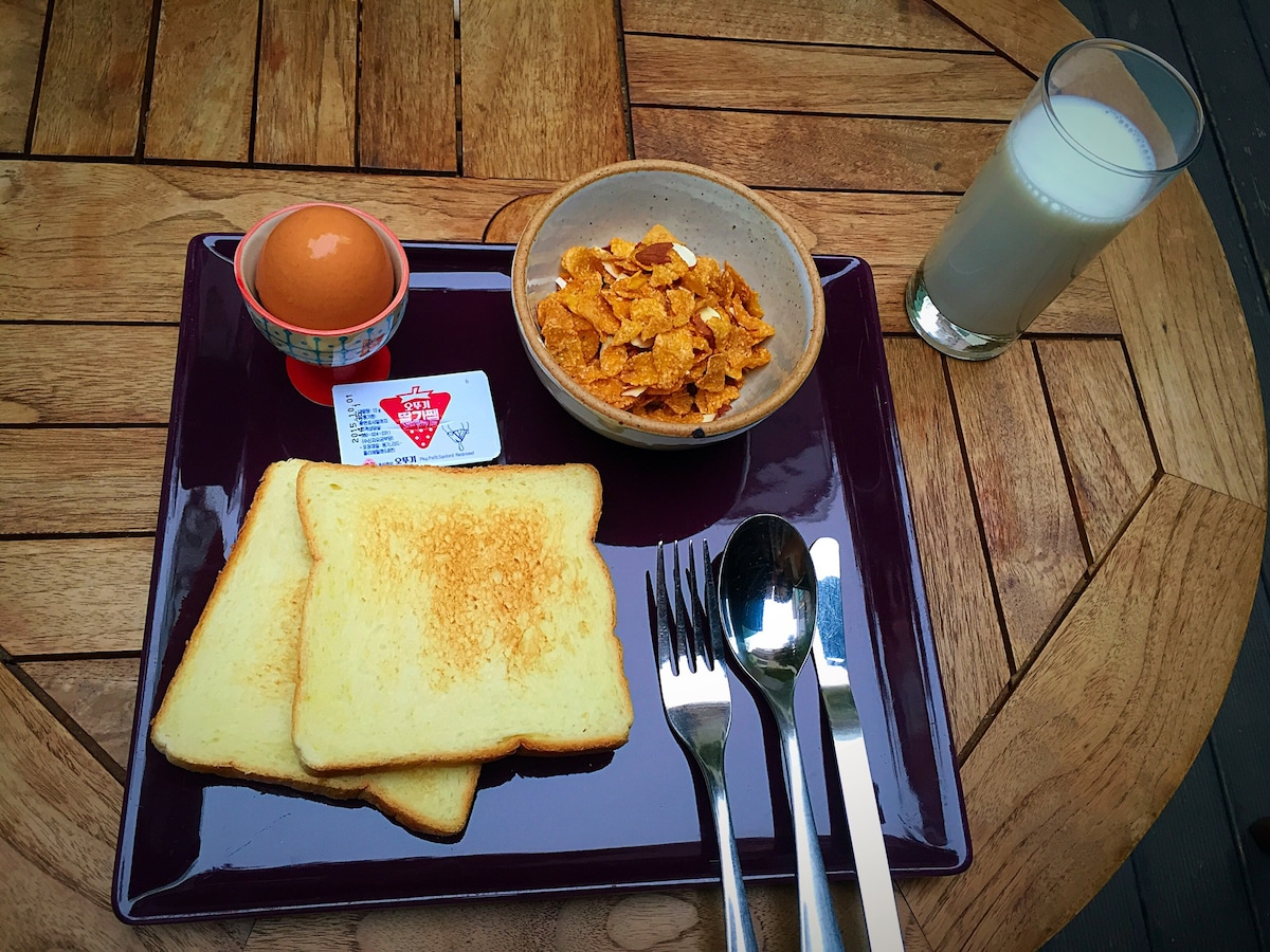 Breakfast at cafe
