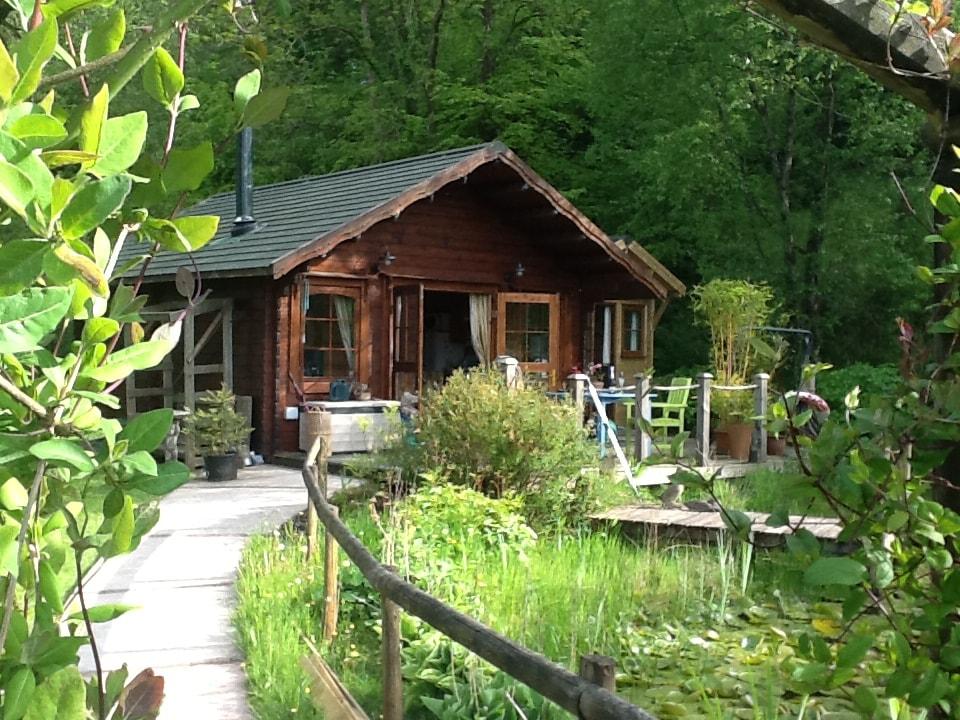 Cosy Log Cabin near Carmarthen