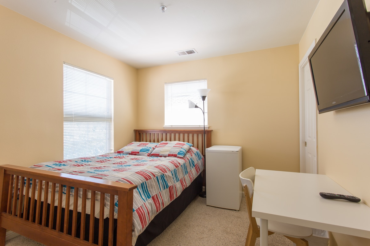 Comfy Private Room Near Downtown