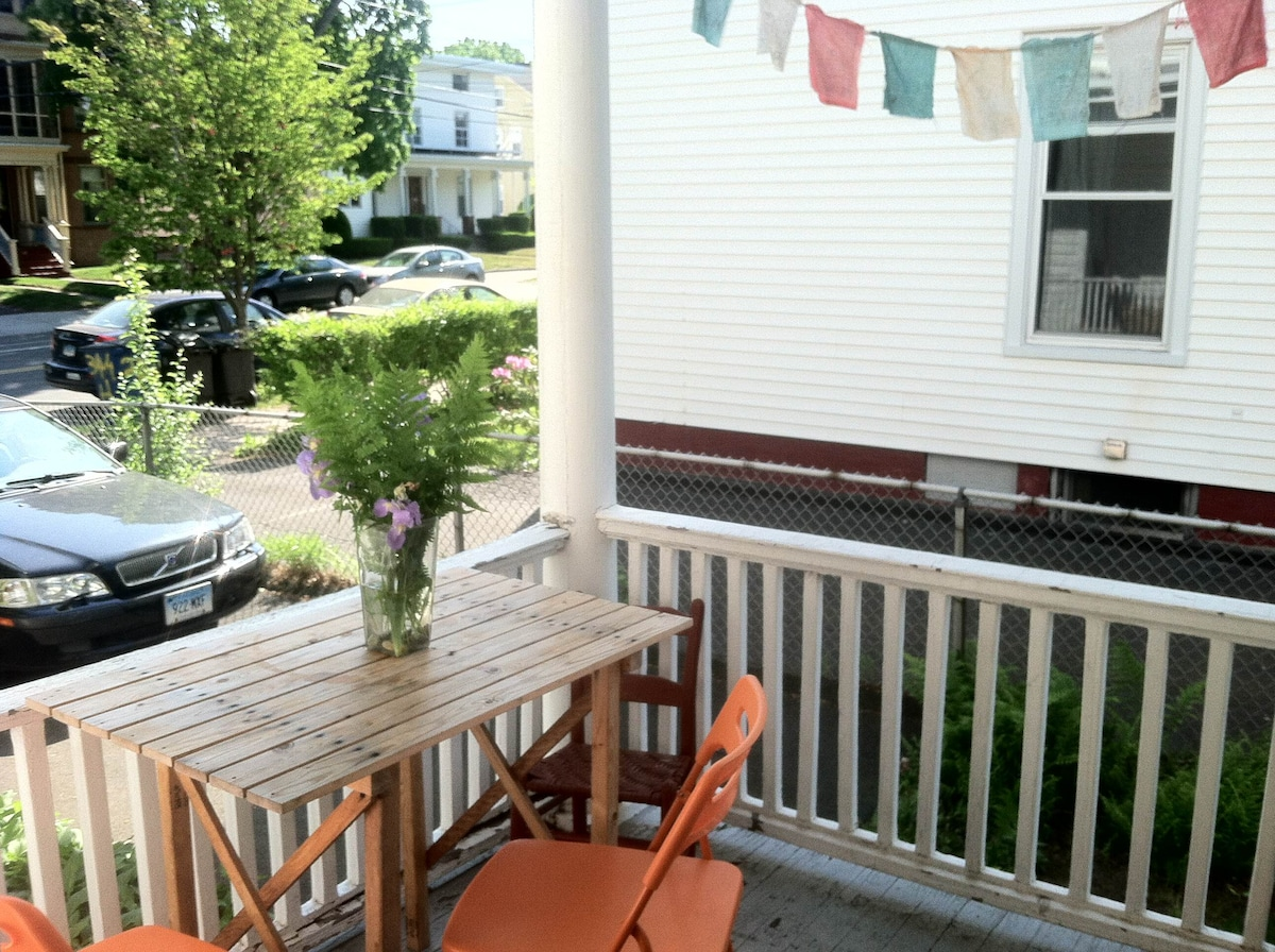 Sunny 1 br walk to Yale/ downtown