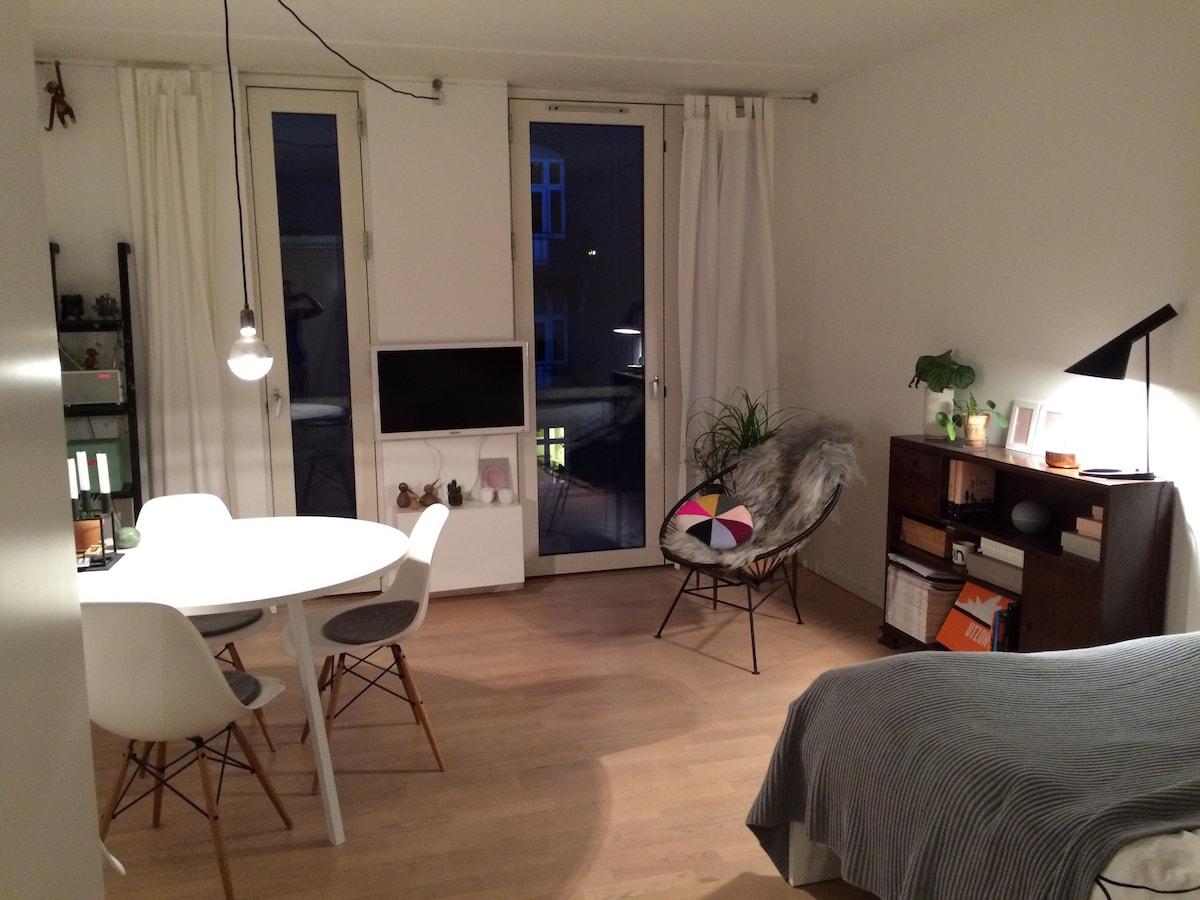 Smuk og indbydende lille lejlighed.