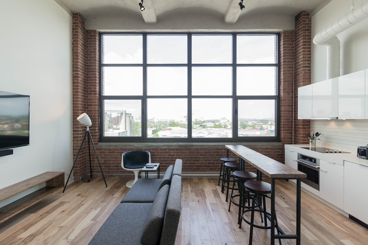 Loft with Montreal Skyline View