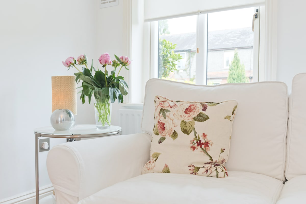 Bright, modern room in Rathgar