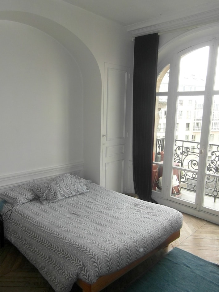 BED-ROOM with balcony (Queen Size bed)